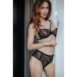 Set of balconette bra and lace brief